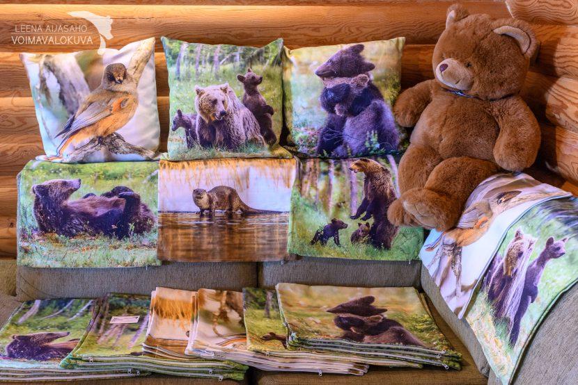 sisustustyynyt ja sisustustyynyjen päälliset saukko, karhu, kuukkeli luontokuva